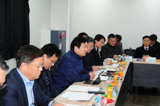홍종학 장관, 광주 남도금형 스마트공장 현장 방문